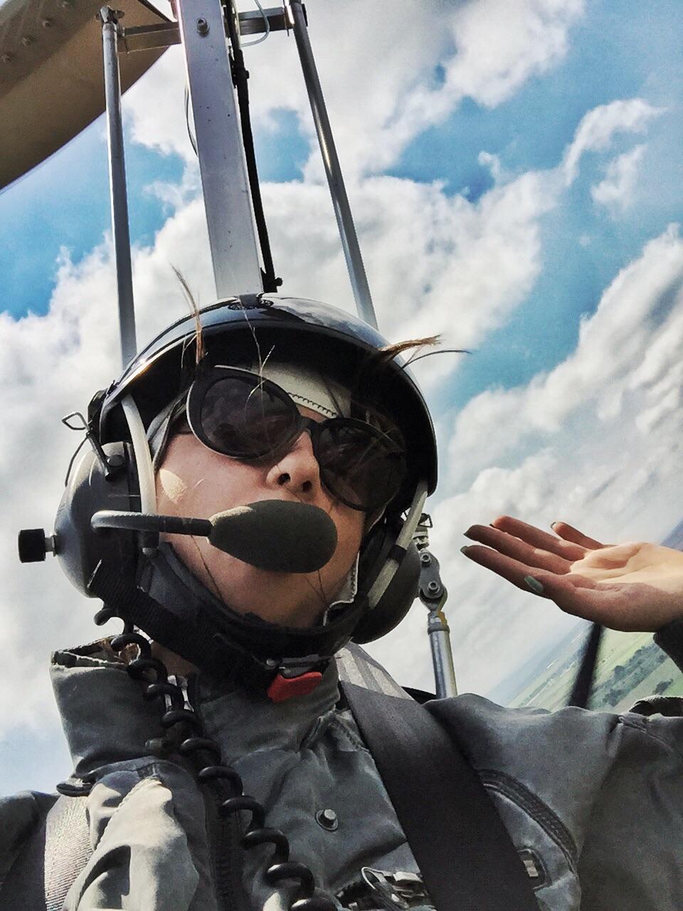 Высота полета 2 000 метров, скорость 250 км в час)) приятного полета